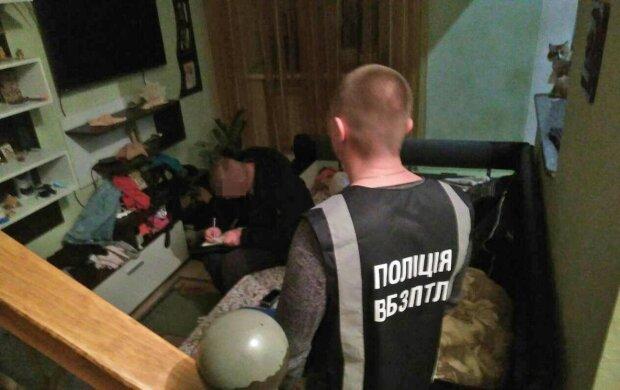 """Поліцейський ціною психіки врятував Київ від розпусти, ловив безсоромниць на """"живця"""": подробиці операції"""