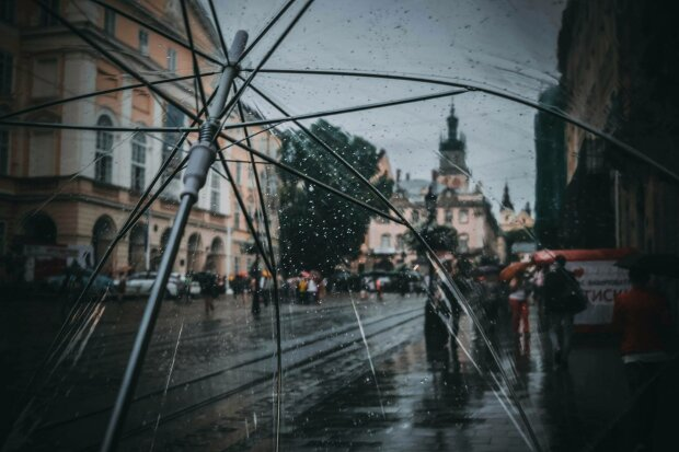 Погода на 17 вересня: вівторок візьме українців в дощовій полон