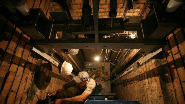 Пять этажей ада: в Киеве оборвался лифт с двумя женщинами