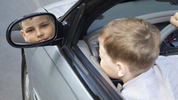 Двоє першокласників викрали автомобіль у батька і потрапили в ДТП: фото з місця НП