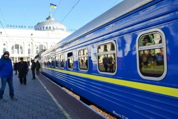 """Укрзализныця пустит дополнительные поезда в Киев, от """"заробитчан"""" нет отбоя"""
