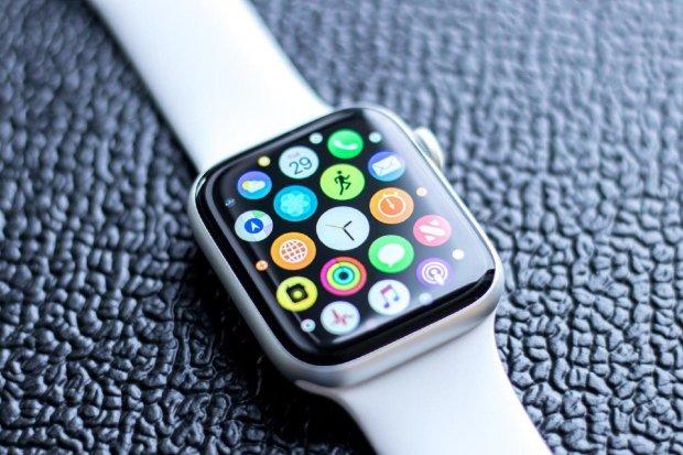 Лікарі-кардіологи розкритикували головну функцію Apple Watch 4: техніка-непотріб