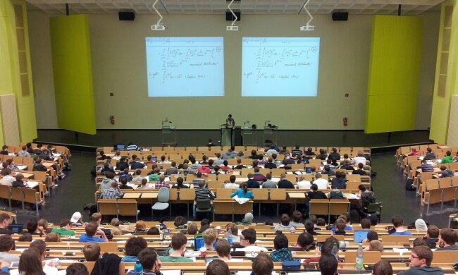 іспити в університеті, фото Pxhere