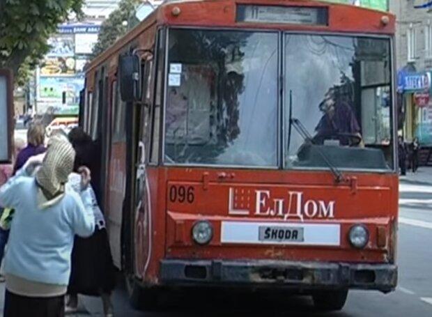 За тернополянами будуть стежити в транспорті: посміхніться, вас знімають
