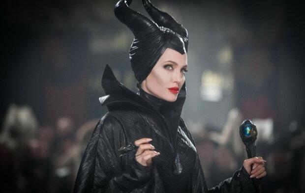 Студия Disney показала, как Джоли превращается в Малифисенту: зрелище видео