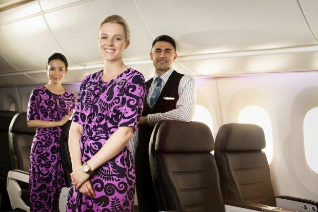 Стюардесса спела в самолете и ошеломила пассажиров, видео
