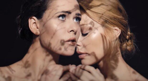 Юлія Саніна і Тіна Кароль, скріншот: Youtube