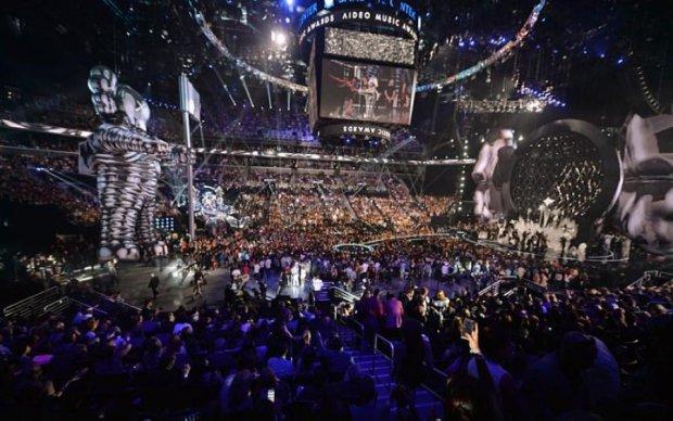 Не вбрання, а штори: мережа в шоці від зірок на церемонії MTV