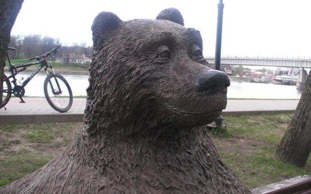 """""""Медведь с я*цами"""": на Черниговщине установили необычную скульптуру"""