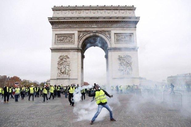 """Путінський пропагандист """"упіймав"""" кулю: паливний Майдан набирає кривавих обертів, паніка і жах поглинули місто"""