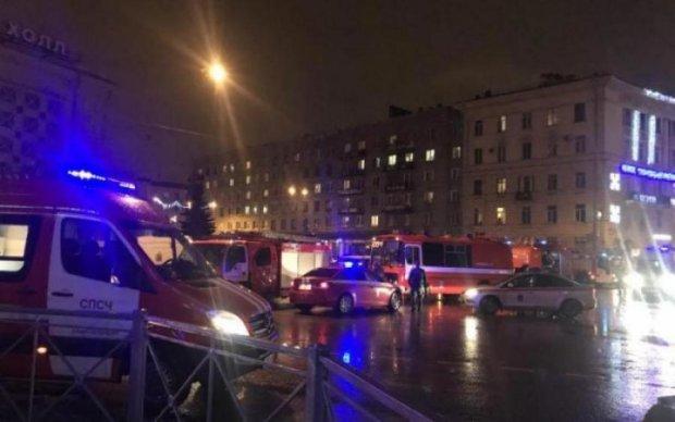 Взрыв в центре Питера: появилось первое видео