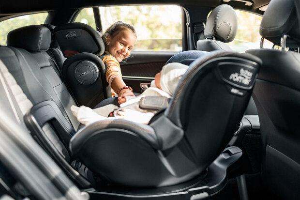 За перевезення дитини в авто каратимуть: у Верховній Раді ухвалили новий законопроект