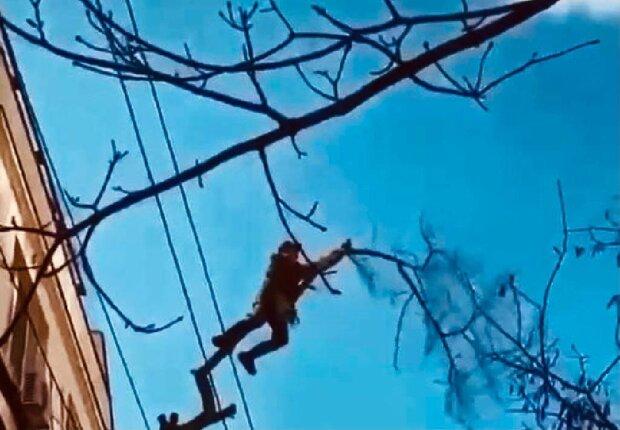 Одесский коммунальщик, скриншот: YouTube
