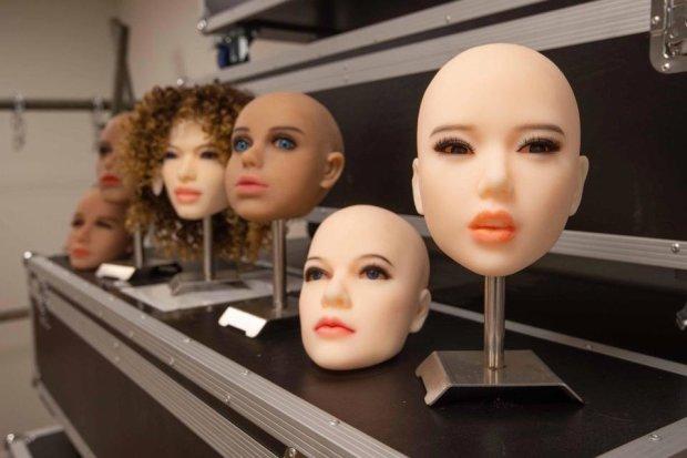 Вдовцы торжествуют: секс-куклы заменят умерших жен