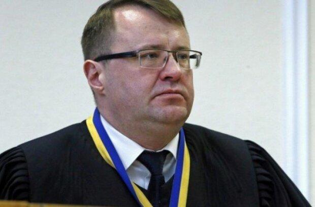 СМИ: Судья Белоцерковец спит с несовершеннолетними - Демократична сокира