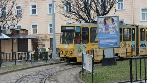 """""""Камера! Огонь!"""": Во Львове трамвай вспыхнул на ходу, видео экшна"""