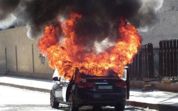 Чудовищное ДТП под Киевом: авто вспыхнуло, как спичка