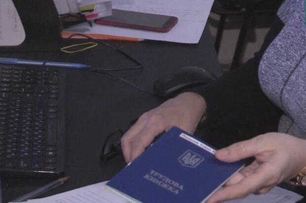 Трудовые книжки, кадр из видео