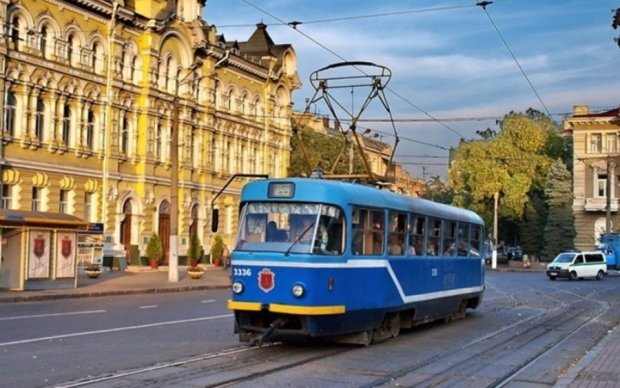 """За двома зайцями: одеський трамвай """"розгубився"""" на розвилці"""