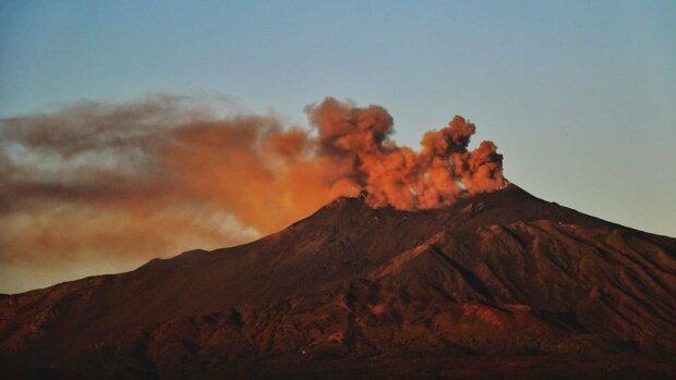 Виверження вулкану Етна // фото з Twitter