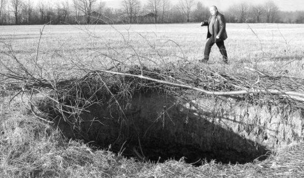 На Закарпатті село провалюється під землю (відео)