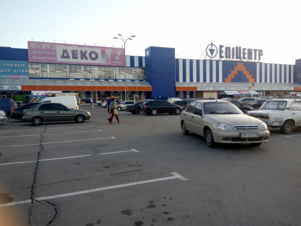 """""""Не заметил"""": в Запорожье горе-отец оставил ребенка ночевать в супермаркете"""