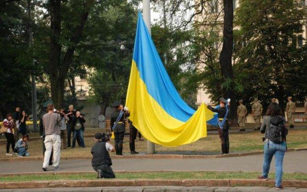 Культовые звезды Голливуда объединились под украинским флагом