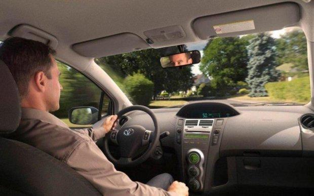 """Xiaomi показала """"умное зеркало"""" для авто"""