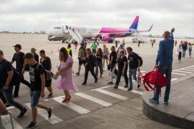 Украинцы будут летать по новым правилам - ручная кладь, компенсации, потерянный багаж, регистрация на рейсы