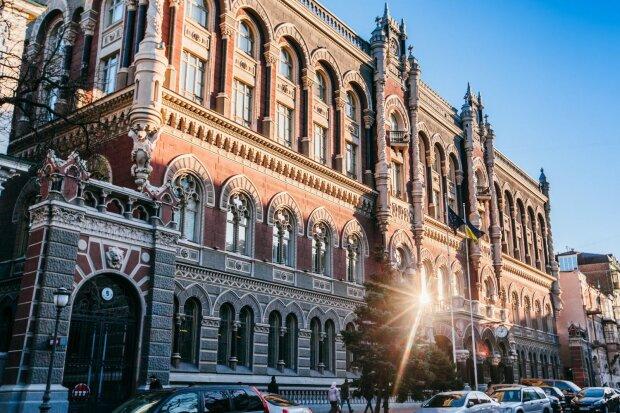 Як Білий Металевий Щур вплине на банки України: режим роботи в Новий Рік