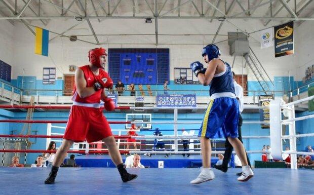 Дышит в затылок Тайсону: юный прикарпатец взял золото на Чемпионате Украины по боксу