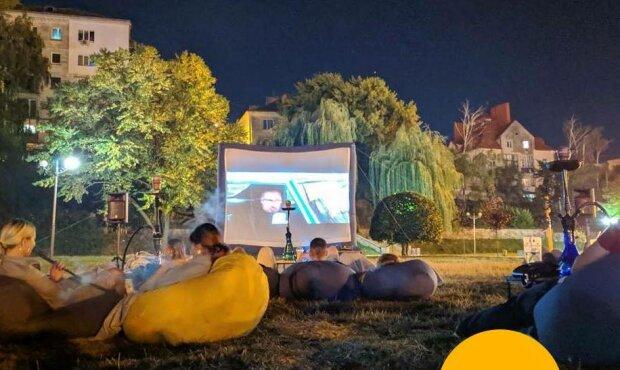 В Тернополе открылся необычный кинотеатр - запасайтесь попкорном и пледами