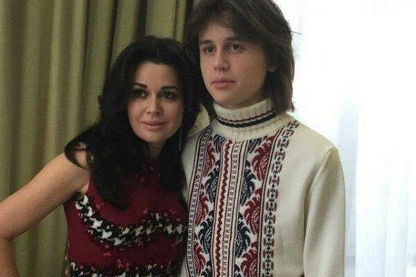 Сын Заворотнюк вырос и стал невероятным красавцем