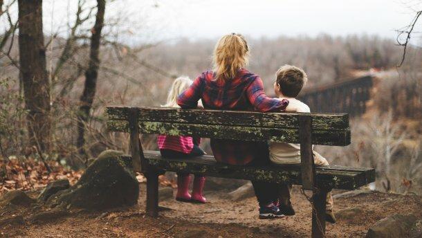 Сім'я відпочиває восени, 24tv