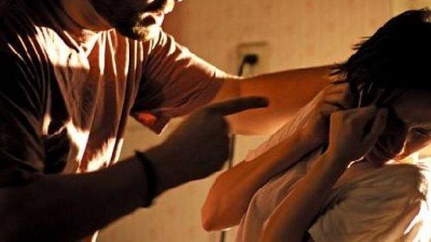В Обухові жінку водили на мотузку та обзивали «крисою»