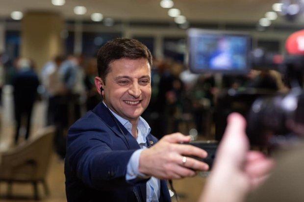 Янукович поздравил Зеленского с победой: слуга народа отреагировал молниеносно