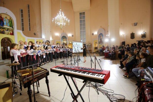 """В Тернополе церковный хор отметил солидный юбилей: """"Поют для Бога, как ангелы"""""""