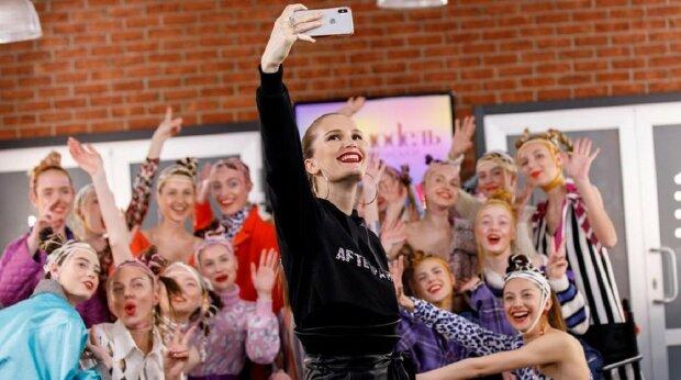 """Горячие крошки из """"Топ-модель по-украински"""" встретились с легендарной гадалкой: уже есть победитель"""
