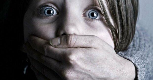 Умолял о помощи: в Киеве среди бела дня похитили ребенка