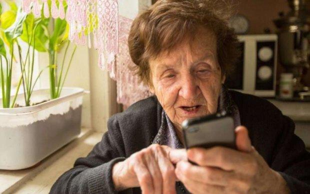 Оце бабуся! Пенсіонерка перехитрила телефонних шахраїв
