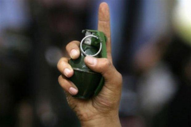 Невідомий у Черкасах кинув гранату в двір будинку