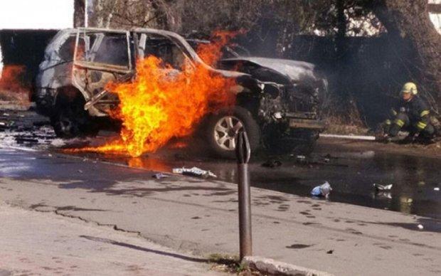 Взрыв машины в Мариуполе: полиция рассматривает версию теракта