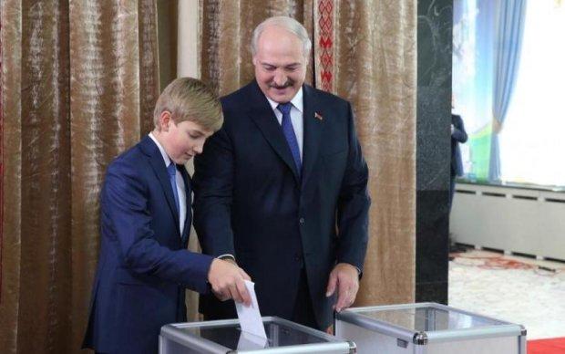 Лукашенко поработал руками сына над хозяйством