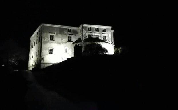 На Львівщині підсвітили Олеський замок, перлина Галичини чарує красою - неймовірні кадри