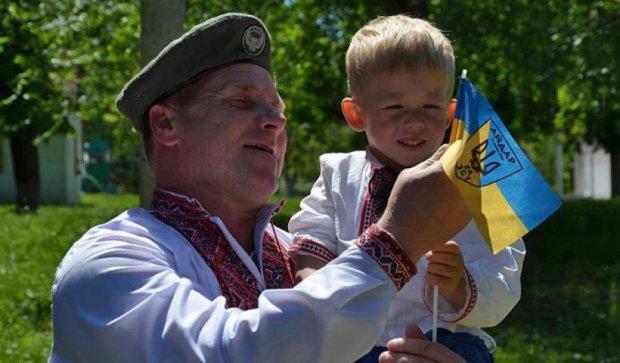 Военные АТО нарядились в вышиванки