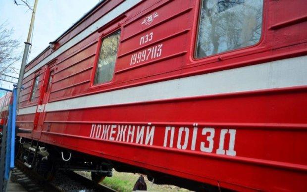 Пожежні потяги направили на гасіння бази в Балаклії