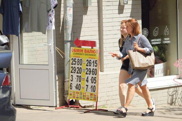 Курс валют на 30 серпня: гривні посміхнулася удача