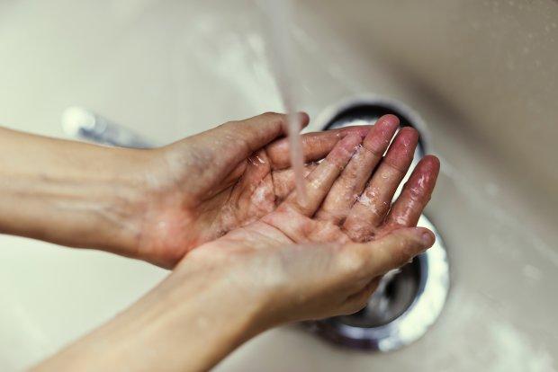 """С 1 февраля киевлянам повысили тарифы на воду: мыться будем только """"по праздникам"""""""