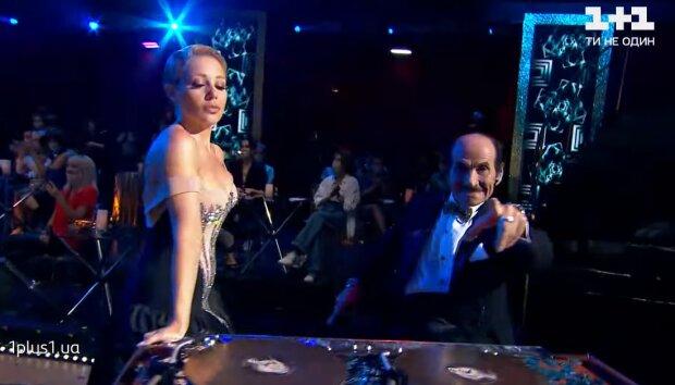 Тіна Кароль і Григорій Чапкіс, кадр з відео