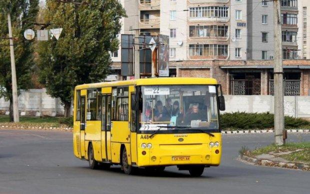 Жодних колясок: нахабний маршрутник шокував Україну ганебним вчинком